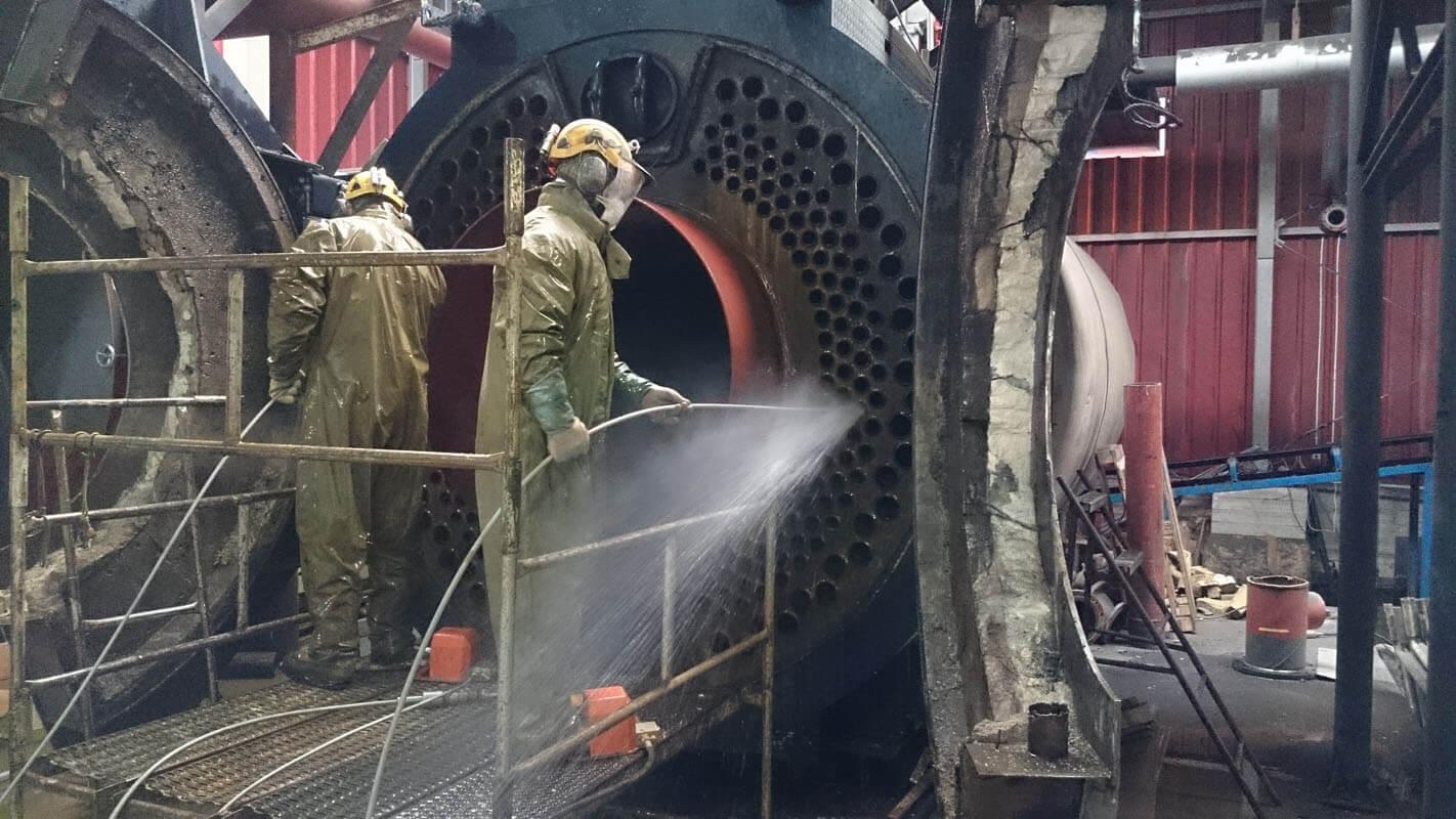 Lavado Interior De La Caldera Industrial